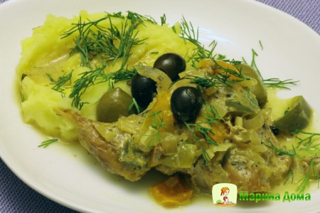 Рагу из кролика со сладким перцем и маслинами