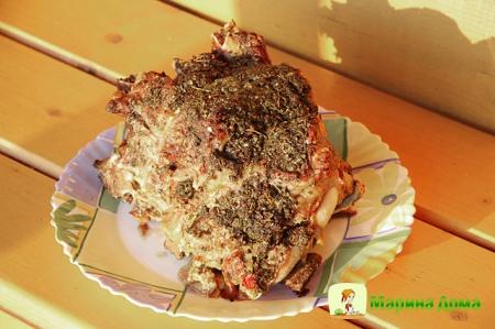 Говяжий край, фаршированный грибами в специях