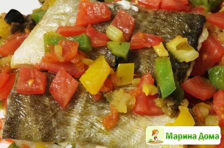 Треска с маринованными овощами