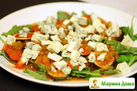 Салат с инжиром и сыром с голубой плесенью усложняем вариант