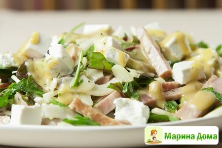 Салат с зеленью, ветчиной и фенхелем