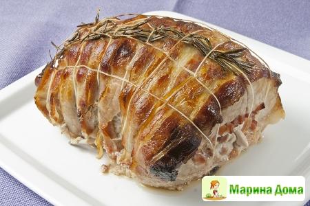 Фаршированная свинина с беконом и розмарином
