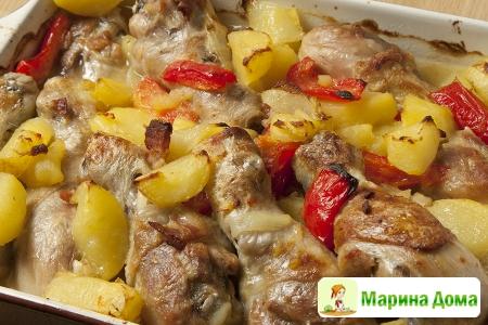 Куриные голени с картофелем и перцем