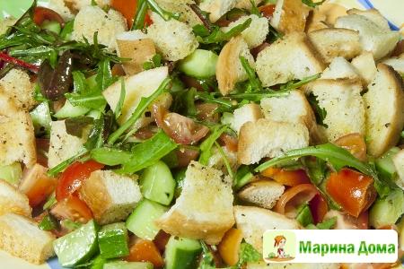 Салат из овощей с ароматными сухариками