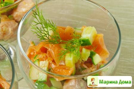Салат из семги с  дыней и огурцом