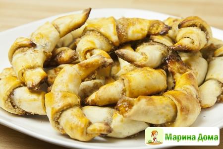Ругелах (рогалики с корицей, абрикосом и орехами)