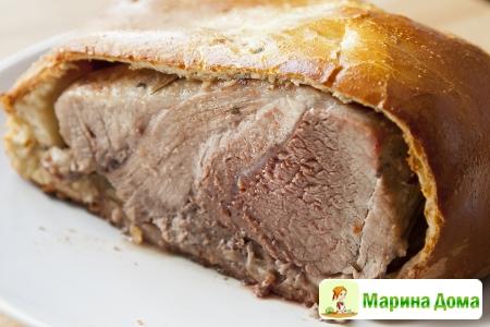 Мясо в дрожжевом тесте с горчицей