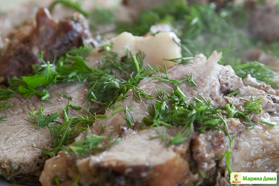 Рецепт слоеного салата с курицей и ананасами фото