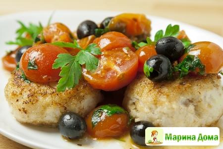Рыбные котлеты с маслинами и помидорами-черри