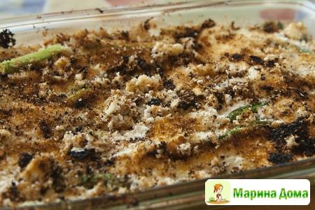 Запеканка из спаржи с мягким сыром,пармезаном и сухарями