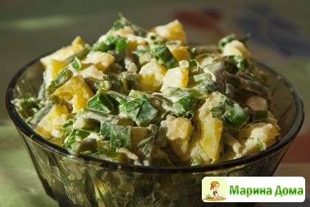 Картофельный салат с чесночными стрелками  и зеленым луком
