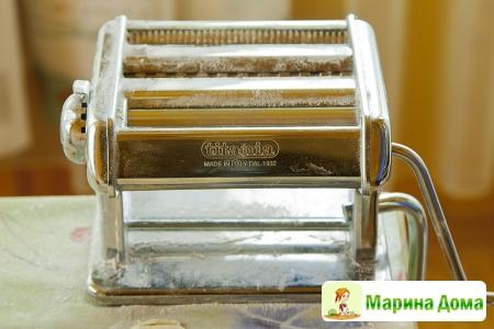 Лучший прибор для пельменей, лапши и чебуреков – машинка для раскатки теста