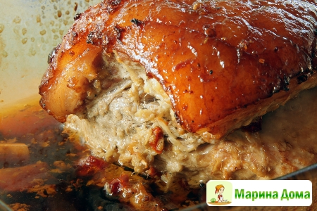 Свиная корейка в медовой глазури, запеченная со специями и имбирем