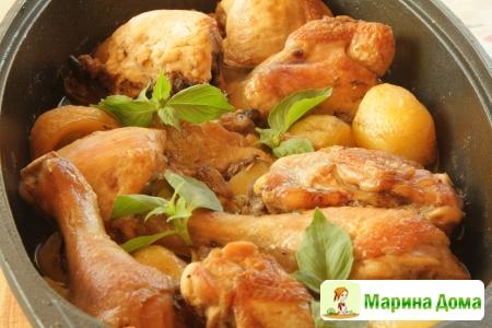 Курица в духовке с картофелем, беконом и грибами
