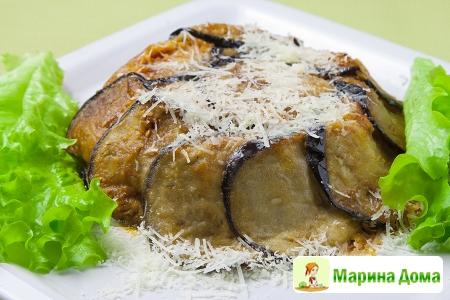 Порционная запеканка с баклажанами, моцареллой, спаржей и томатным соусом ( ...