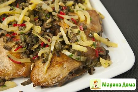 Куриные бедра  с соусом из оливок и перца чили