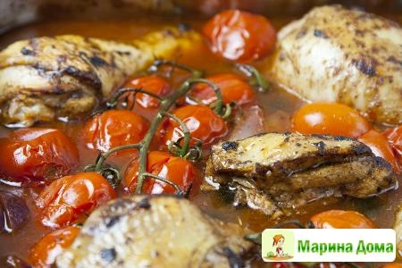 Курица с красным вином, помидорами и оливками