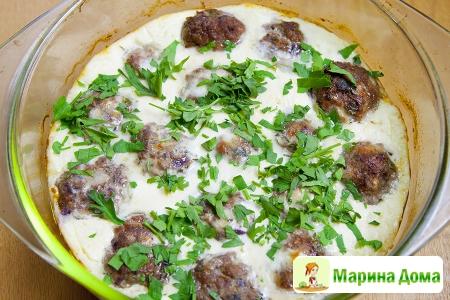 Тефтели, запеченные в йогурте ( keftedes me yiaourti) Греческая кухня