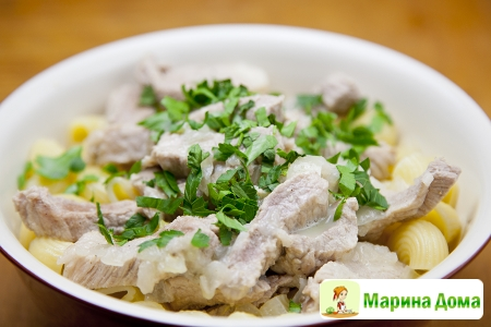 Свинина  с макаронами и соусом авголемоно  Греческая кухня