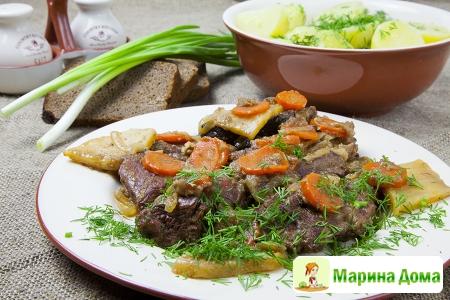 Говядина, тушеная с овощами и бородинским хлебом (по-фламандски)