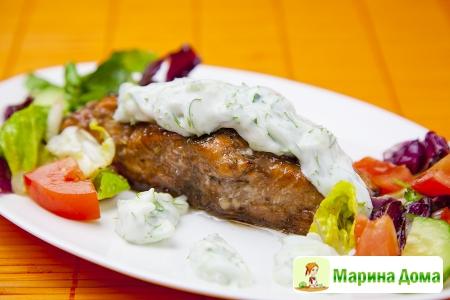 Семга в гранатовом маринаде с  йогуртовым соусом