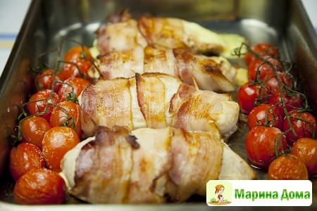 Куриные грудки с сыром в беконе