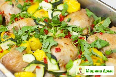 Курица с картофелем, цуккини, чесноком  и лимоном