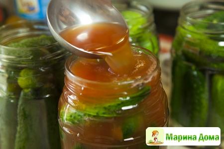 Огурцы (помидоры) в заливке с томатной пастой