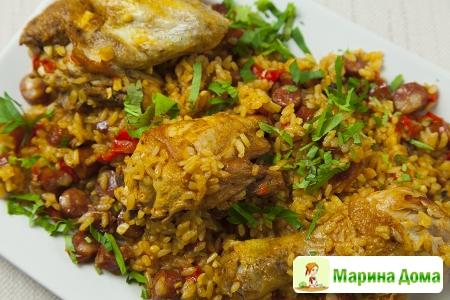 Жаркое из курицы с охотничьими колбасками и рисом