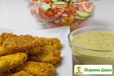 Хрустящие рыбные палочки с соусами – «зеленым» и горчичным