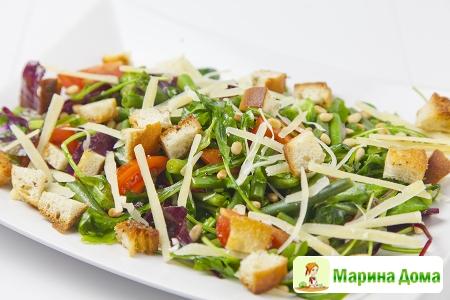 Салат с зеленой фасолью и помидорами