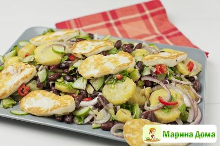 Салат из фасоли, сыра халуми и картофеля