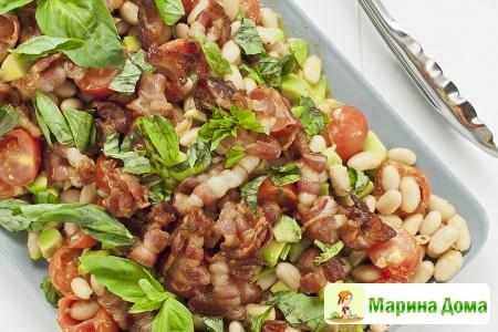 Салат из помидоров, фасоли и авокадо