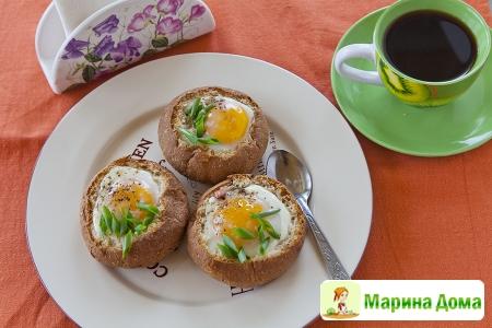 Яйца в булочках – идея для завтрака