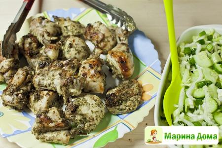 Курица, маринованная в травах  – рецепт для гриля и мангала