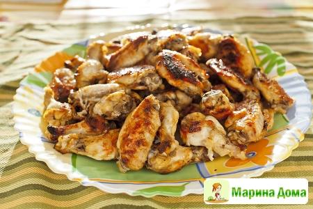 Куриные крылья в маринаде из яблочного сока на мангале