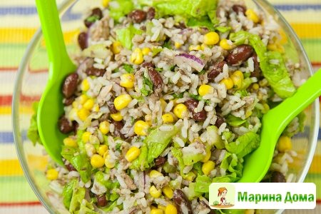 Салат из тунца с рисом и фасолью