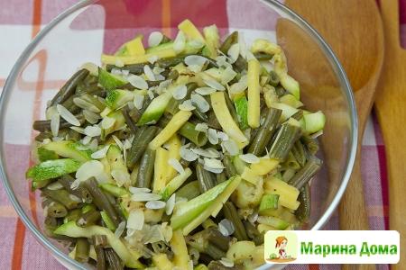 Салат из фасоли, цуккини и сыра