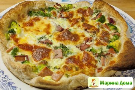 Киш - пирог с брокколи, моцареллой и беконом