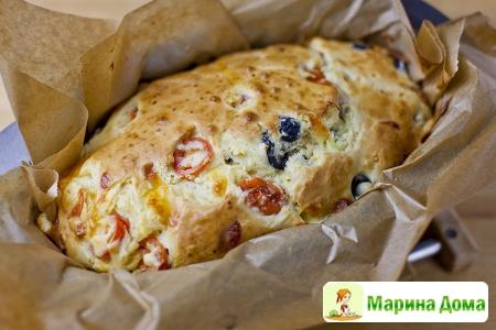 Кекс с помидорами черри, маслинами и сыром