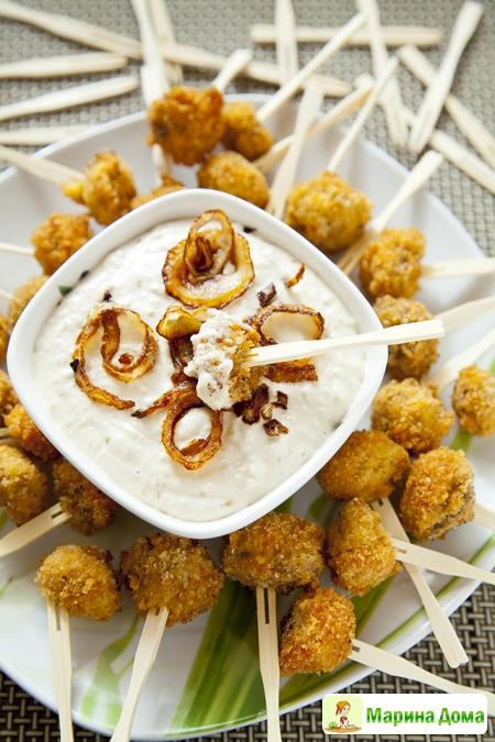 Хрустящие шампиньоны с луковым соусом. Рецепт из моей книжки