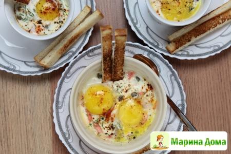 Субботний завтрак - яйца кокот с креветками и семгой