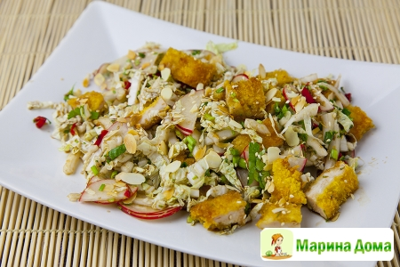 Салат с хрустящей курицей (Цезарь в азиатском стиле)