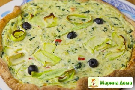 Пирог с кабачками и маслинами