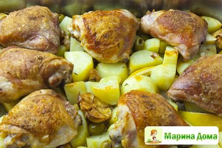 Курица с лимоном, картофелем и чесноком