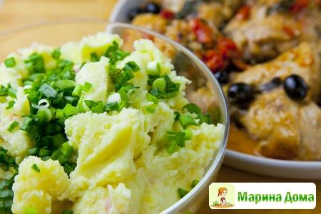 Картофельное пюре с  беконом, зеленым луком и сыром