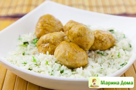 Куриные фрикадельки терияки с рисом и зеленью