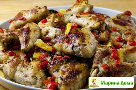 Куриные крылья с чесноком, лимоном и перцем чили