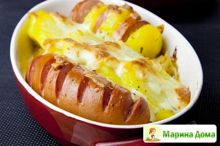 Картофель, сардельки  и квашеная капуста